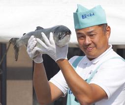 鮭の重量当てクイズ
